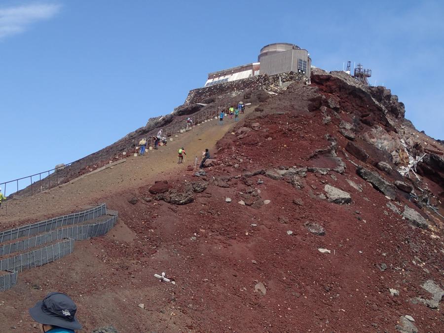 The steep slope to Kengamine, Mt. Fuji's highest peak