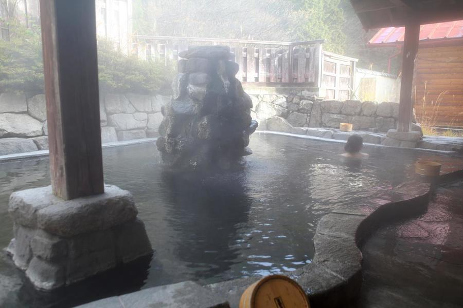 Nakabusa Onsen has several hot spring sources as well as many baths only available to staying guests