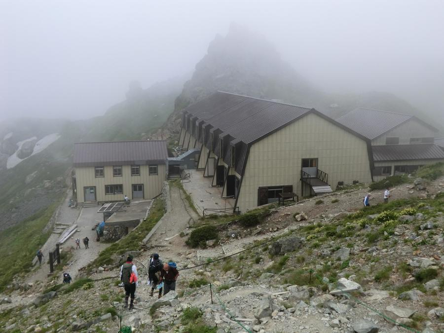 The Hakubadake Chojo Shukusha Lodge is just before the summit