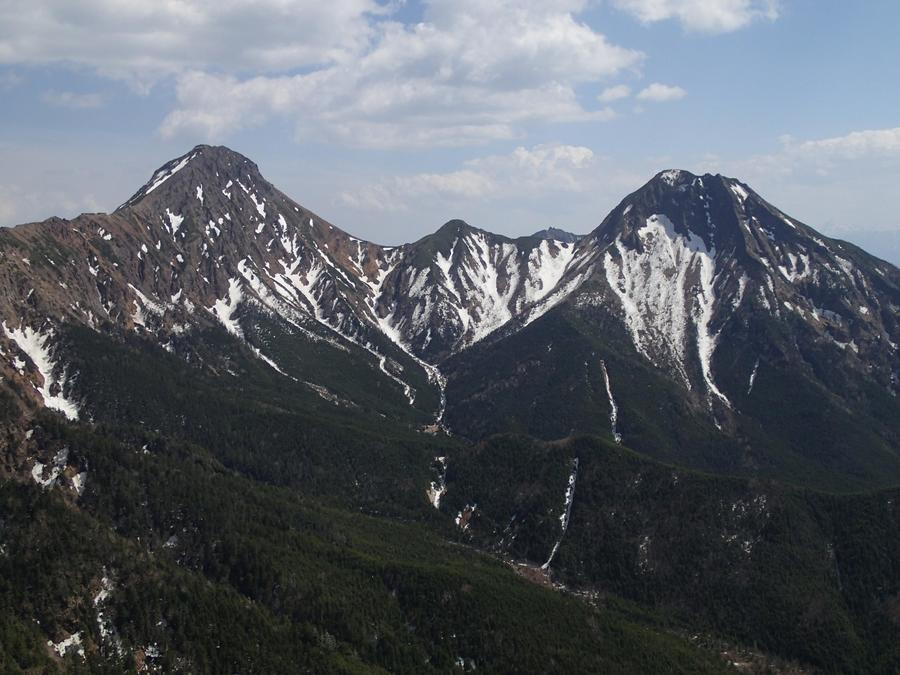 Mt. Akadake (left) and Mt. Amida (right) viewed from near Mt. Io