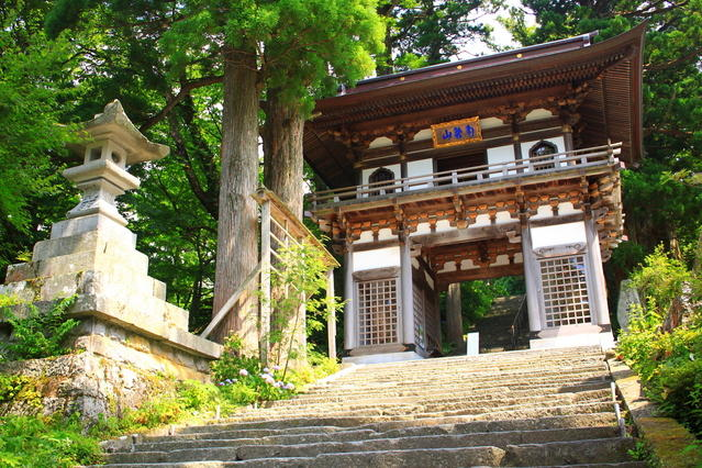 The Niomon gate of Daisenji Temple.