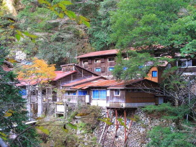 Momonoki-yamanoie mountain hut